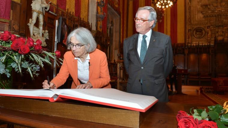 """L'escriptora Donna Leon, """"ambaixadora"""" de Sant Jordi"""