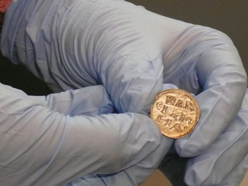 monedacarolingiag3 1024x768 - El MNAC se hace con una pieza ejemplar: una moneda carolingia del siglo IX