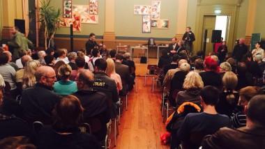 L'alcaldessa i l'equip tècnic de l'Ajuntament de Barcelona assisteixen a una sessió informativa que ofereix l'Ajuntament de Leipzig als ciutadans i ciutadanes per explicar l'acollida dels refugiats al municipi_2