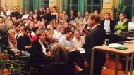 L'alcaldessa i l'equip tècnic de l'Ajuntament de Barcelona assisteixen a una sessió informativa que ofereix l'Ajuntament de Leipzig als ciutadans i ciutadanes per explicar l'acollida dels refugiats al municipi