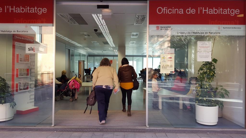 La marina ya tiene un punto de atenci n a la pobreza for Oficina habitatge barcelona