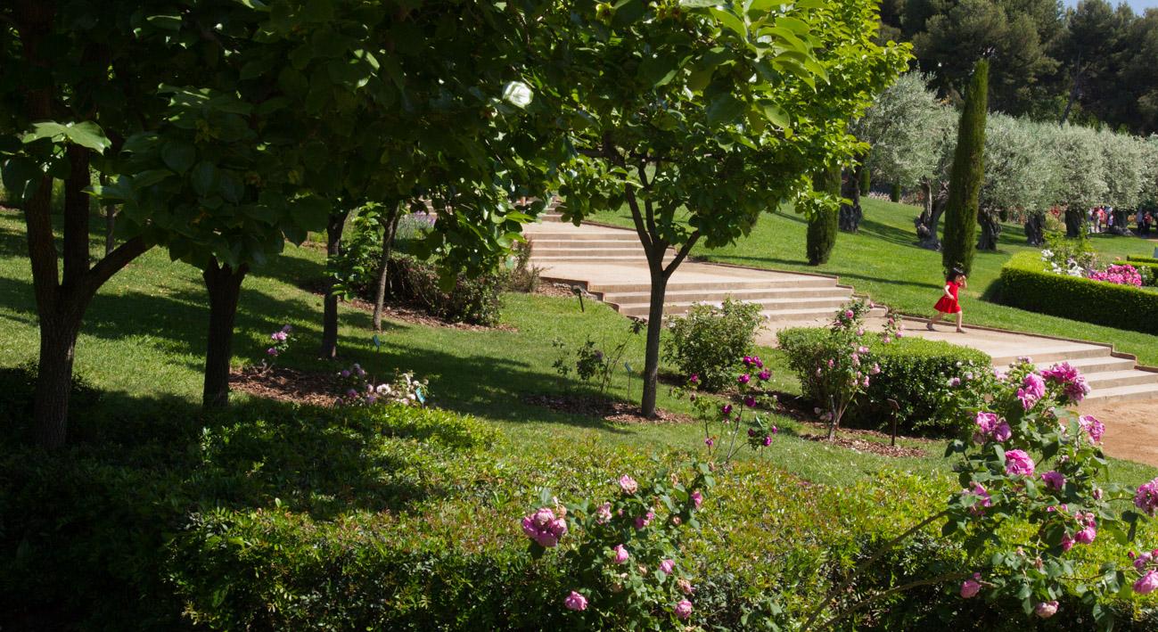 El parque de cervantes web de barcelona for Parques con jardines