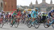Els millors ciclistes del món lluiten a Montjuïc per fer-se amb la Volta a Catalunya