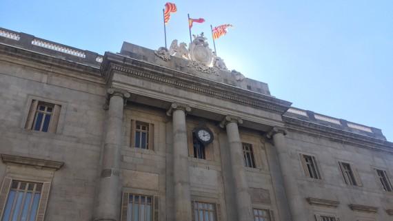 El nou contracte de subministrament elèctric a l'Ajuntament incorpora clàusules que garanteixin els drets energètics