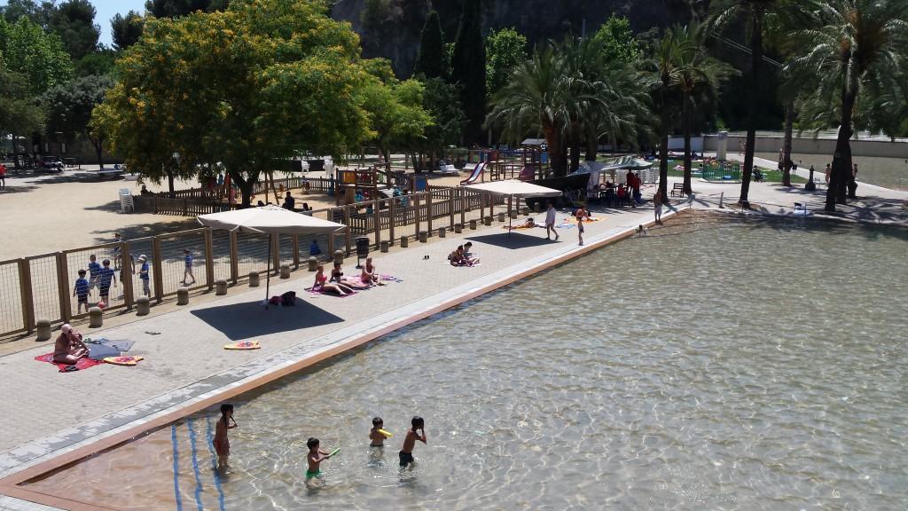 En verano refr scate en las piscinas de la ciudad el digital d barcelona ayuntamiento de - Piscinas municipales en barcelona ...