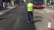Treballs de pavimentació a l'avinguda Diagonal