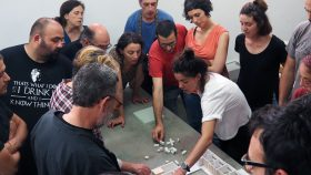 Membres de la cooperativa d'habitatges La Borda en una reunió