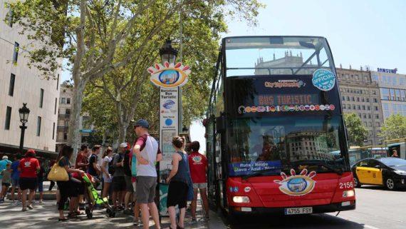 Plaça Catalunya. Bus turístic.