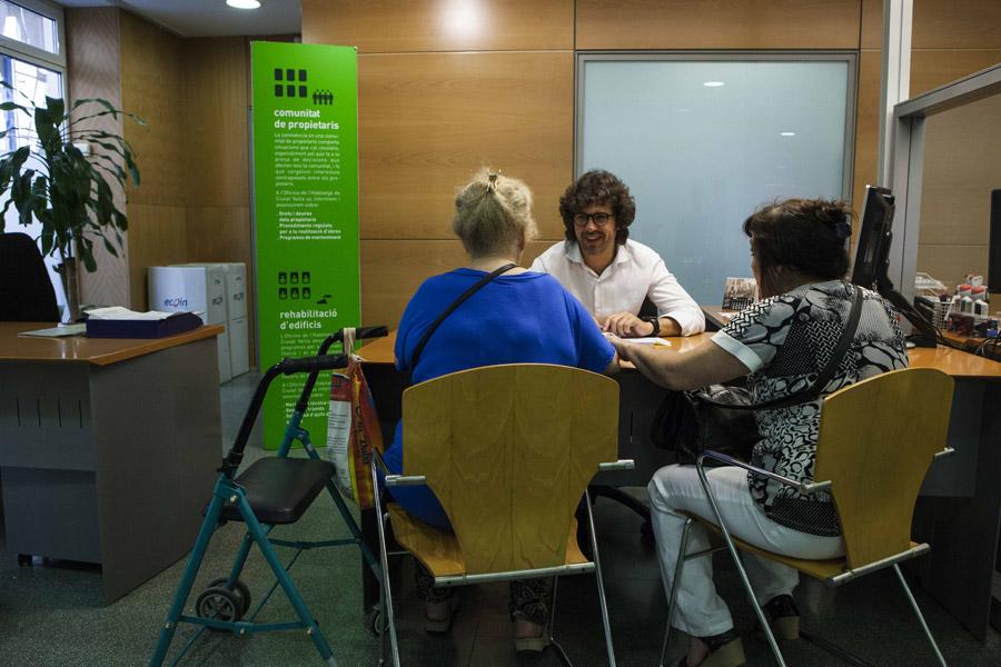 Convocatoria de 8 6 millones de euros para la renovaci n for Oficina habitatge badalona