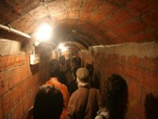Guided tours of the air-raid shelter in Plaça del Diamant