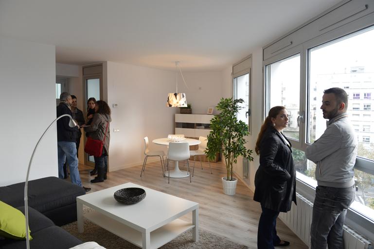 Els usuaris i usu ries del parc p blic d habitatges for Oficina habitatge barcelona