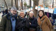 El Regidor, la Roser Capdevila, creadora del personatge de la Girafa Ona, la cap d'estudis de l'escola Duran i Bas Maria Teresa Badia i la directora de l'escola l'Asun Latorre.