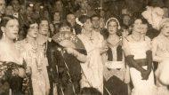 Participants en el primer concurs de transvestits Miss Barrio Chino celebrat a La Criolla el 1934. Autor: Ballbé. Col·lecció particular