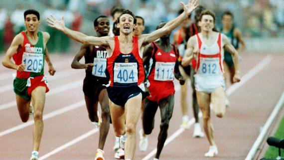 JUEGOS OLÍMPICOS DE BARCELONA 1992: Barcelona, 8-8-1992.-Atletismo: Final de los 1500 metros hombres. El español Fermin Cacho llega el primero a la meta, consiguiendo la medalla de oro.EFE  Fototeca Juana Javier Galan
