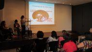 Imatge de la presentació de la fisioterapeuta durant la jornada 'Intervenció amb famílies'