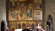 Àngels Busquets, intèrpret, i Josep Maria Gironell, piano, a la capella de Santa Àgata.