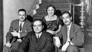 Josep M. Espinàs, Jordi Sarsanedas, Maria Aurèlia Capmany i Manuel de Pedrolo, el 1957. (Llegat Jaume Vidal Alcover-Maria Aurèlia Capmany. Universitat Rovira Virgili).