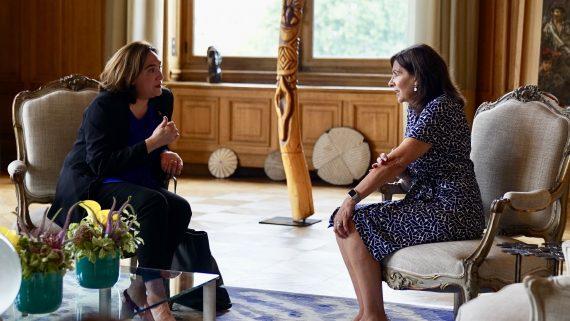 Alcaldesses Ada Colau i Anne Hidalgo a París