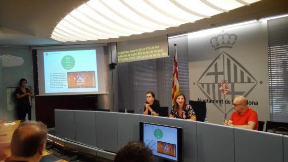 Gemma Tarafa, Laia Ortiz i Ramon Lamiel en la presentació de la diagnosi d'accessiblitat al transport públic