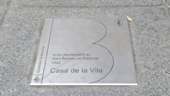 Placa indicativa d'un punt d'interès