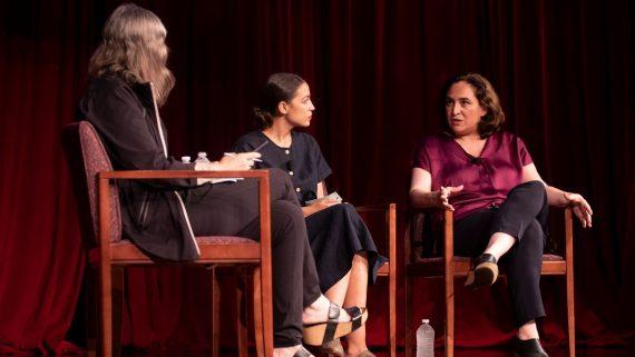 Diàleg entre l'alcaldessa Ada Colau i Alexandria Ocasio-Cortez a la NYU