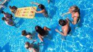 Banyistes a la piscina