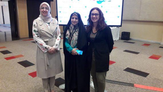 La regidora Laura Pérez amb les representants de Rabat i Mashas (Iran) a la reunió anual de Metropolis a Johannesburg.