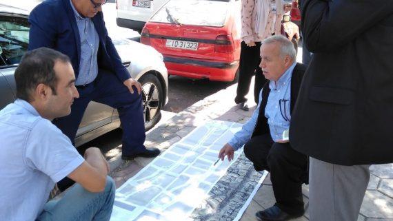 Tècnics municipals en una visita en un barri d'Amman