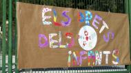Pati d'una escola amb nens refugiats