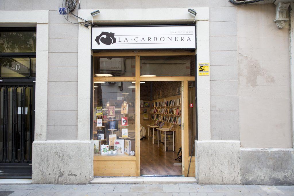 Libros y vecinos hacen crecer La Carbonera   Comercio de Barcelona
