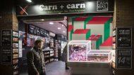 Més que carn, botiga de Gran de Sant Andreu, premi del comitè d'experts al projecte d'aparadorisme. Escola La Salle Arquitectura