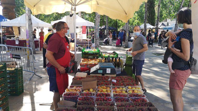 Mercado de la Tierra en los jardines de las Tres Xemeneies | Web de Barcelona