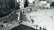estes de les bases de les columnes de l'edifici seu de l'Escola del Mar, a la Barceloneta, destruït durant el bombardeig del 7 de gener de 1938 a Barcelona. (ANC. Gabriel Casas i Galobardes)