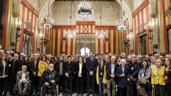 Reivindicació de 400 alcaldes per un judici just i imparcial als líders polítics i independentistes