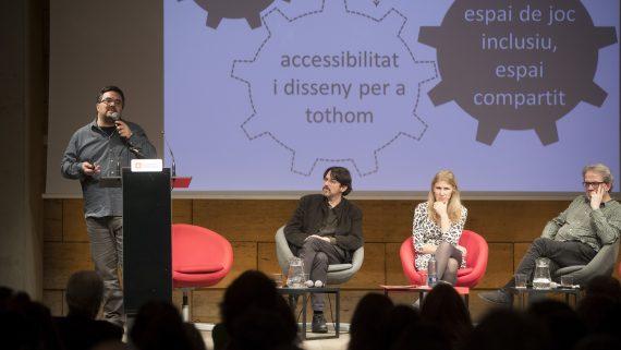 Guillermo Hurtado, tècnic d'accessibilitat, durant la Jornada Joc i Ciutat