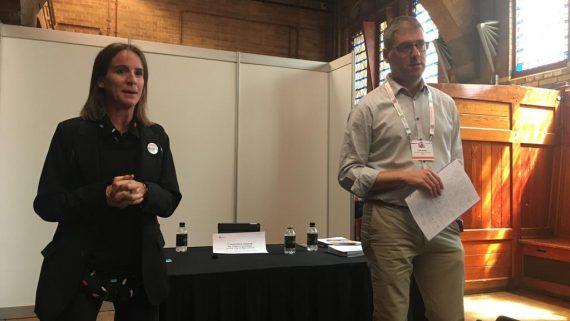 Maria Cabré i Marc Badia duent a terme la ponència sobre la XIB