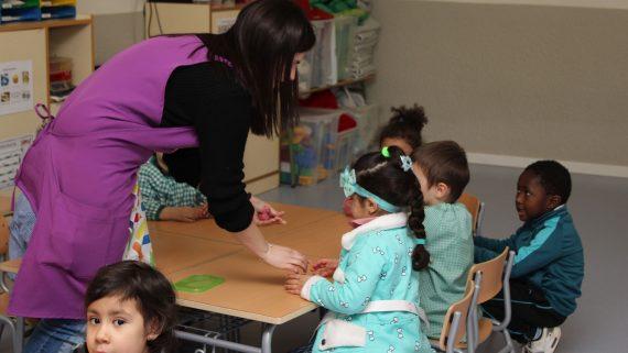 Nous perfils professionals en escoles  Pla de barris
