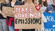 pancarta, canvi climàtic, make love not emissions, manifestació