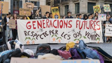 Canvi climàtic, fridays for future, joves, activisme, emergència climàtica, pancarta generacions futures