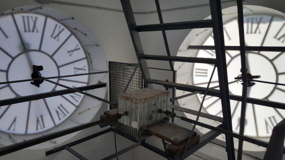 Rellotge instal·lat el 1987 a la torre del campanar