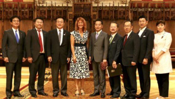Diputats japonesos amb la tinenta d'alcaldia Laia Bonet.