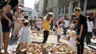 joc al carrer, jugar, nens i nenes, via laietana, dia sense cotxes, mercè respira