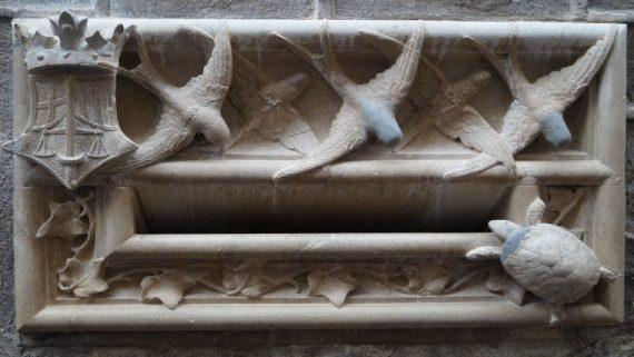 Bústia restaurada entrada a l'Arxiu Històric