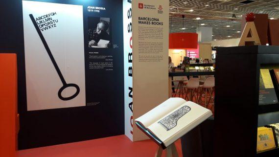L'estand de Catalunya i Barcelona a la fira del llibre de Frankfurt homenatja la figura de Joan Brossa.