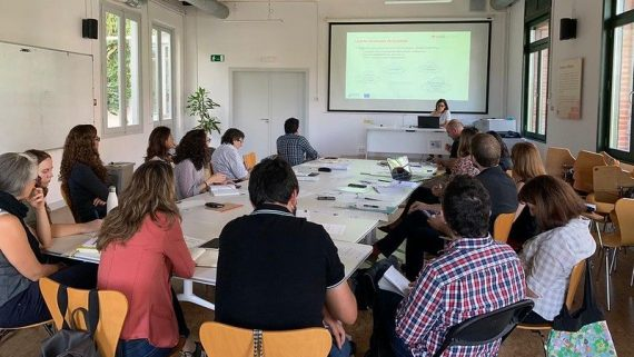 Equip del projecte TeRRIFICA treballant a la Sala Barceloneta
