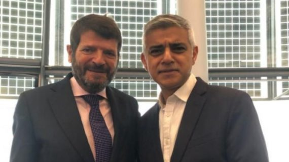 El tinent d'Alcaldia Albert Batlle i l'alcalde de Londres, Sadiq Khan.