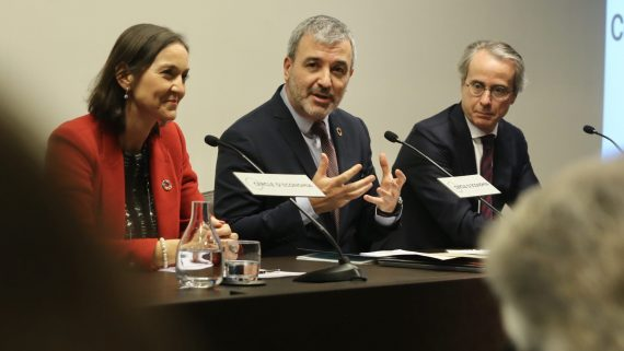 "Jaume Collbooni presentant ""Una nova agenda econòmica per Barcelona"""