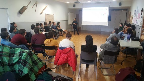 Anyely Marín Cisneros impartiendo la primera sesión de la formación