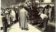 Asfaltant el passeig de Gràcia. 1908. Editorial López / Arxiu Fotogràfic de Barcelona.