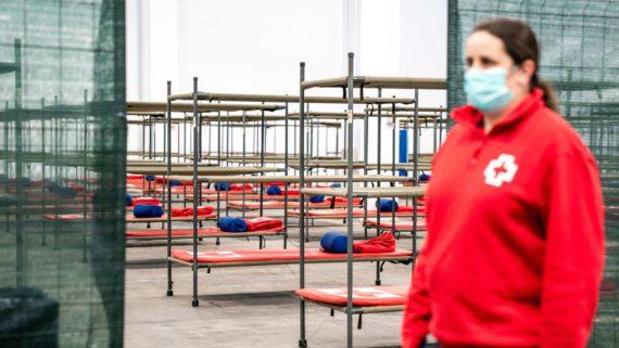 Imatges Barcelona, Covid-19, serveis essencials, Creu Roja, Pavelló per a persones sensellar